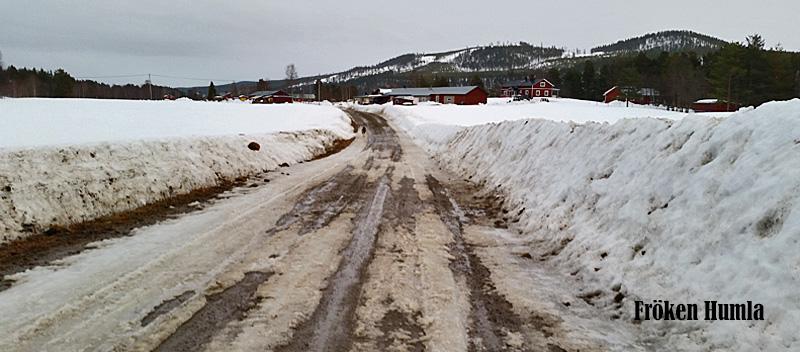 Mattisudden,vår,leriga vägar